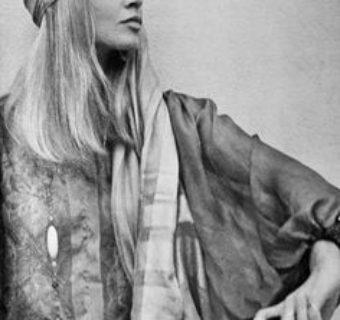 Le foulard dans les cheveux au fil du temps